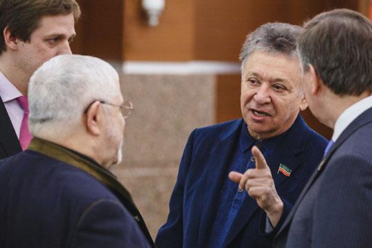 Рауфаль Мухаметзянов дожидается приставов: снимут ли афиши со здания оперного театра?