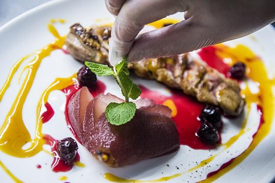 «Применить практику, полученную в ресторане с двумя звездами Мишлен, в Казани невозможно»