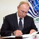 Путин проголосовал на выборах в Госдуму (видео)