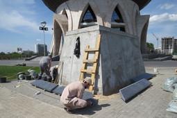 Возле центра семьи «Казан» готовят постаменты для статуй Даши Намдакова