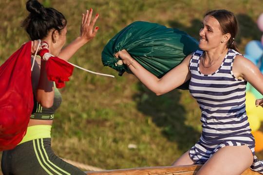 На Сабантуе в Мингере победил батыр весом в 136 кг, гоняли на багги и пела Дина Гарипова
