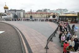 В Москве огромная очередь выстроилась к мощам Спиридона Тримифунтского