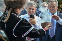 Делегация Татарстана прошла обряд окуривания дымом в Хакасии
