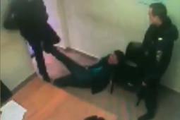Нетрезвый житель Башкортостана ударил полицейского на вокзале в Казани