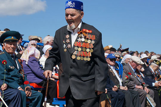 В параде Победы в Набережных Челнах приняли участие 32 тыс. человек