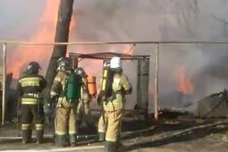 В Кировском районе Казани сгорел дом, три человека погибли
