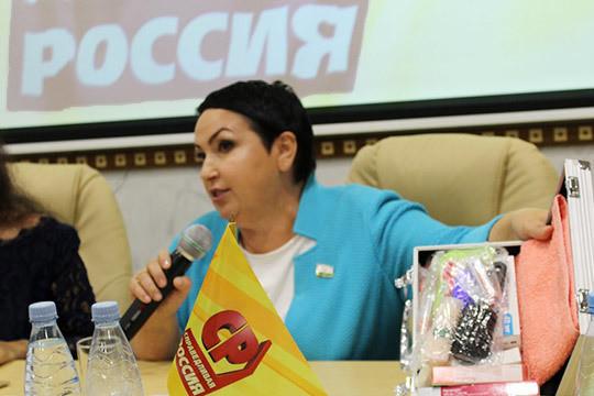 «Взяли под козырек и отказались от татарского!»: какую карту разыгрывает Бильгильдеева?