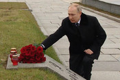 Путин посетил памятные места в честь годовщины прорыва блокады Ленинграда