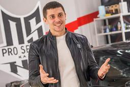 «Разобрали автомобиль премиум-класса за 6 миллионов рублей, а там вместо шумоизоляции – полиэтилен!»