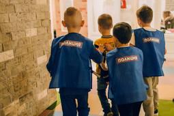 В Мурманске полиция переодела детей в зэков на уроке профориентации – началась проверка