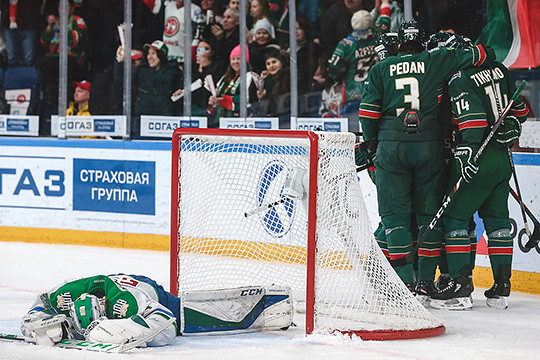 «Зеленое дерби»: у «Салавата Юлаева» 41 минута штрафа, а Зарипова увезли в больницу