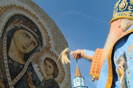 Юбилей чудотворной Грузинской иконы Божией Матери: мозаичное панно и ажиотаж паломников