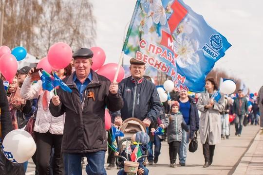 «КАМАЗ» – машина мировая!»: каким было первомайское шествие в автограде