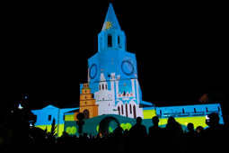 На стенах Спасской башни Казанского Кремля показали световое шоу