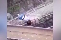 Девочка упала на электрические провода в Самаре при попытке сделать селфи
