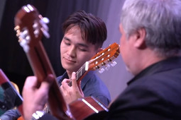 Курай, горловое пение и попурри на узбекские мелодии: в Казани прошел концерт этнографических коллективов