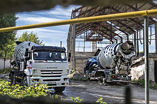 Битва бетономешальщиков: одна из бывших промбаз «Сувара» стала ареной странного спора