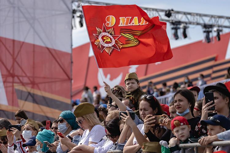 На площади Тысячелетия в Казани прошел парад в честь 76-й годовщины Победы в Великой Отечественной войне