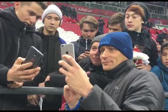 «С тренером проговорите, чтобы он вас ставил»: Рыжиков встретился с болельщиками «Рубина»