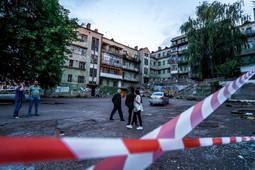 Сотрудники ЧОПа оцепили Мергасовский дом, теперь пройти на территорию нельзя