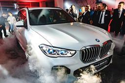 «Сорвался с работы и оставил детей с женой, чтобы увидеть новый BMW X5!»