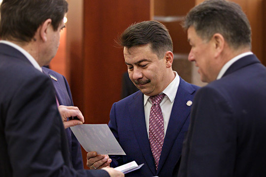 Евграфов на чемоданах, в здравоохранении – новая отставка, а Муравьев снимает маски