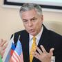 СМИ: Американский посол Ханстман готовит первый за несколько лет визит сенаторов в Россию