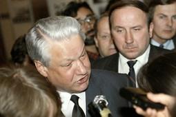 Александр Коржаков: «Руководство Россией было отдано «трупу», якобы живому, и Чубайсу»