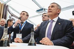 Рустам Минниханов вручил премии за лучшие проекты на выставках «Нефть, газ. Нефтехимия»