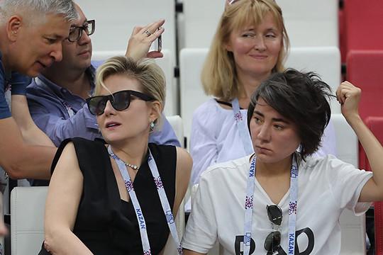 Литвинова с Земфирой, Шигабутдинов с Сультеевым, Колесов с женой и другие VIP'ы на футболе