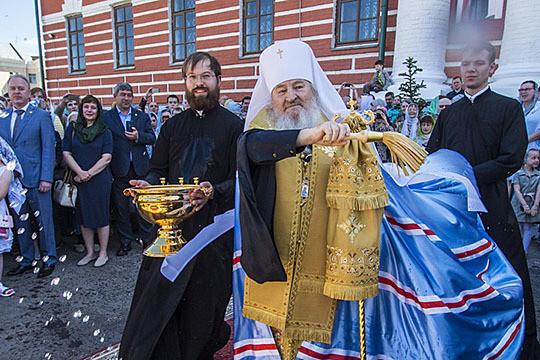 «Возродившийся, как из пепла, собор»: Феофан освятил крест собора Казанской иконы Божией Матери