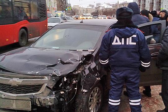 ДТП наВосстания: подбил две машины иранил инспектора