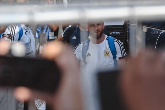 «Месси-и-и! Лео! Вон он сидит, вон!»: как Казань встречала легенду футбола