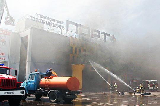 «И в «Туре» горел, и в «Адмирале», и вот опять»: пожар в ТЦ «Порт» «вспыхнул как спичка»