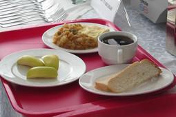 «Дешевле и вкуснее»: чем будут кормить детей после централизации питания