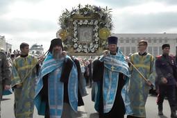 В Казани прошел крестный ход с чудотворным образом Казанской иконы Божьей Матери