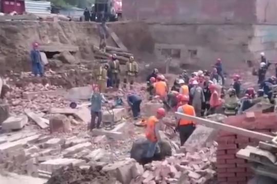 В Новосибирске обрушилось строящееся здание – под завалами могут быть 12 человек