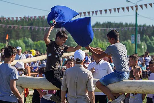 На Сабантуе в Буинске соревнованиями и концертом отметили окончание весенних полевых работ