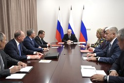 Путин присвоил звания Героев России летчикам, посадившим А321 на кукурузное поле