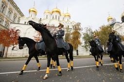 «Конная карусель» и приемы с оружием: церемония развода пеших и конных караулов Президентского полка