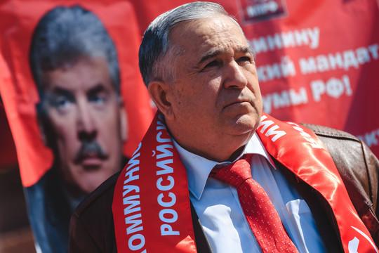 Красный Первомай: Миргалимов и Прокофьев собрали людей у Мулланура Вахитова