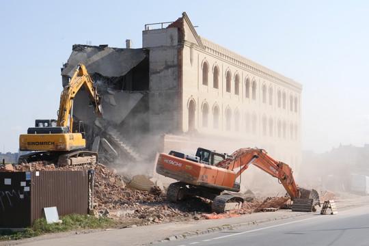 В Казани, в Малых Клыках, снесли многоэтажный самострой