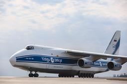 В Казани сел самолет с 6 млн масок из Китая