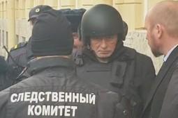 Историка Соколова привезли на место преступления в шлеме и бронежилете