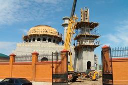 У мечети на Федосеевской начали возводить купол