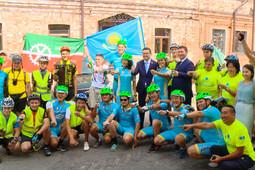 «Сделаю селфи на фоне Эйфелевой башни»: незрячие велосипедисты из Астаны едут в Париж
