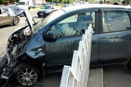 В Челнах автомобиль пробил заграждение