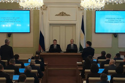 Врио главы Башкортостана жестко отчитал чиновников на первом совещании
