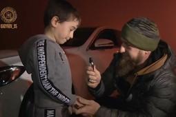 Кадыров подарил белый Mercedes пятилетнему мальчику