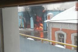 В Казани сгорел гаражный бокс по ремонту автобусов